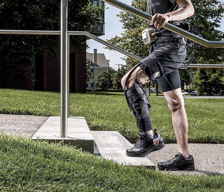 Экзоскелет автоматически приспосабливается к шагам ходока - 1