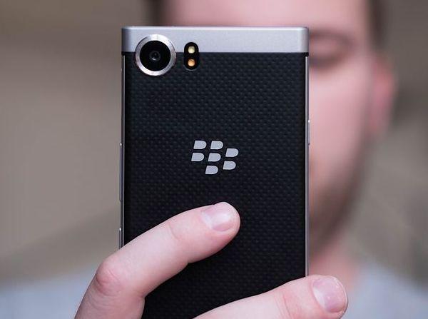 Выручка BlackBerry за отчетный период составил 235 млн долларов