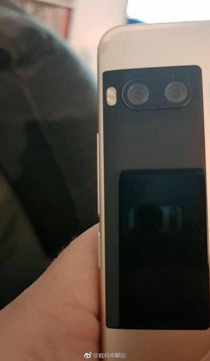 На дополнительном дисплее смартфона Meizu Pro 7 можно будет играть в Pac-Man