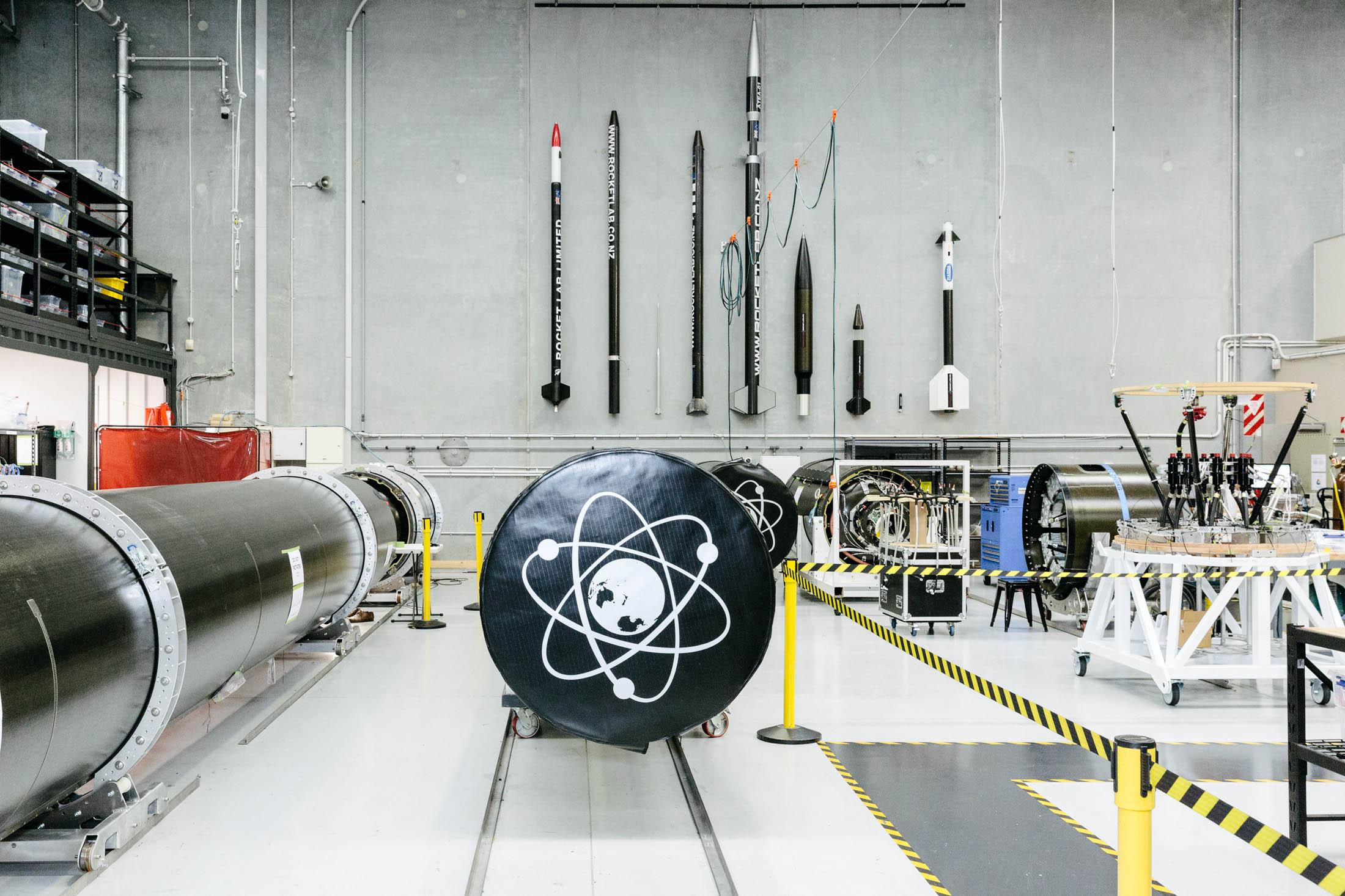 Новозеландец сделал дешёвую ракету из углеволокна и будет запускать мини-спутники - 1
