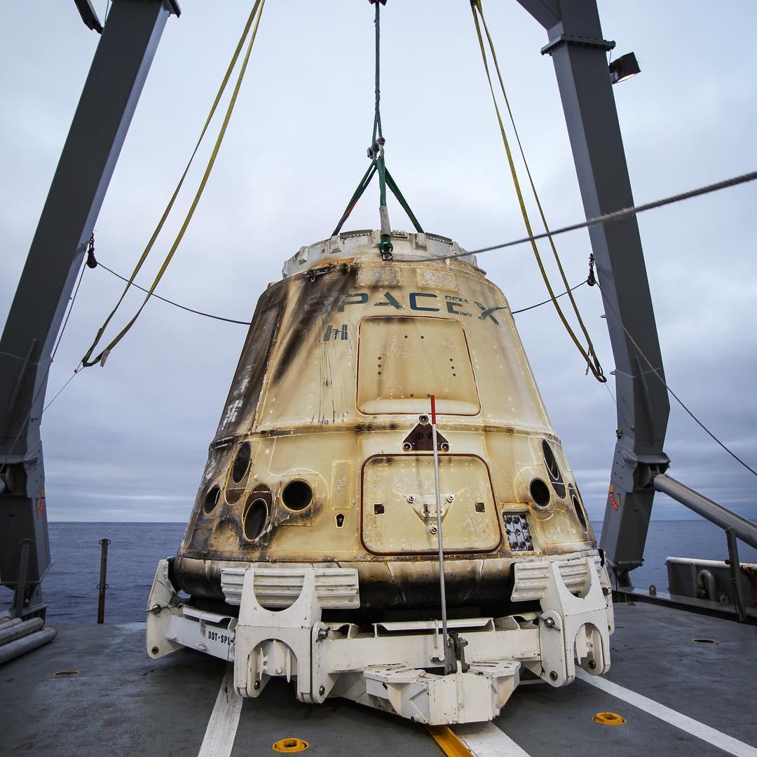 Грузовой корабль Dragon второй раз вернулся на Землю с МКС - 2