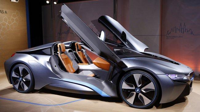 Электромобиль BMW i8 Roadster стал героем нового ролика
