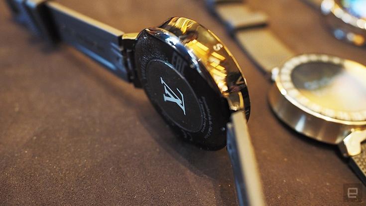 Умные часы Tambour Horizon работают под управлением ОС Android Wear 2.0