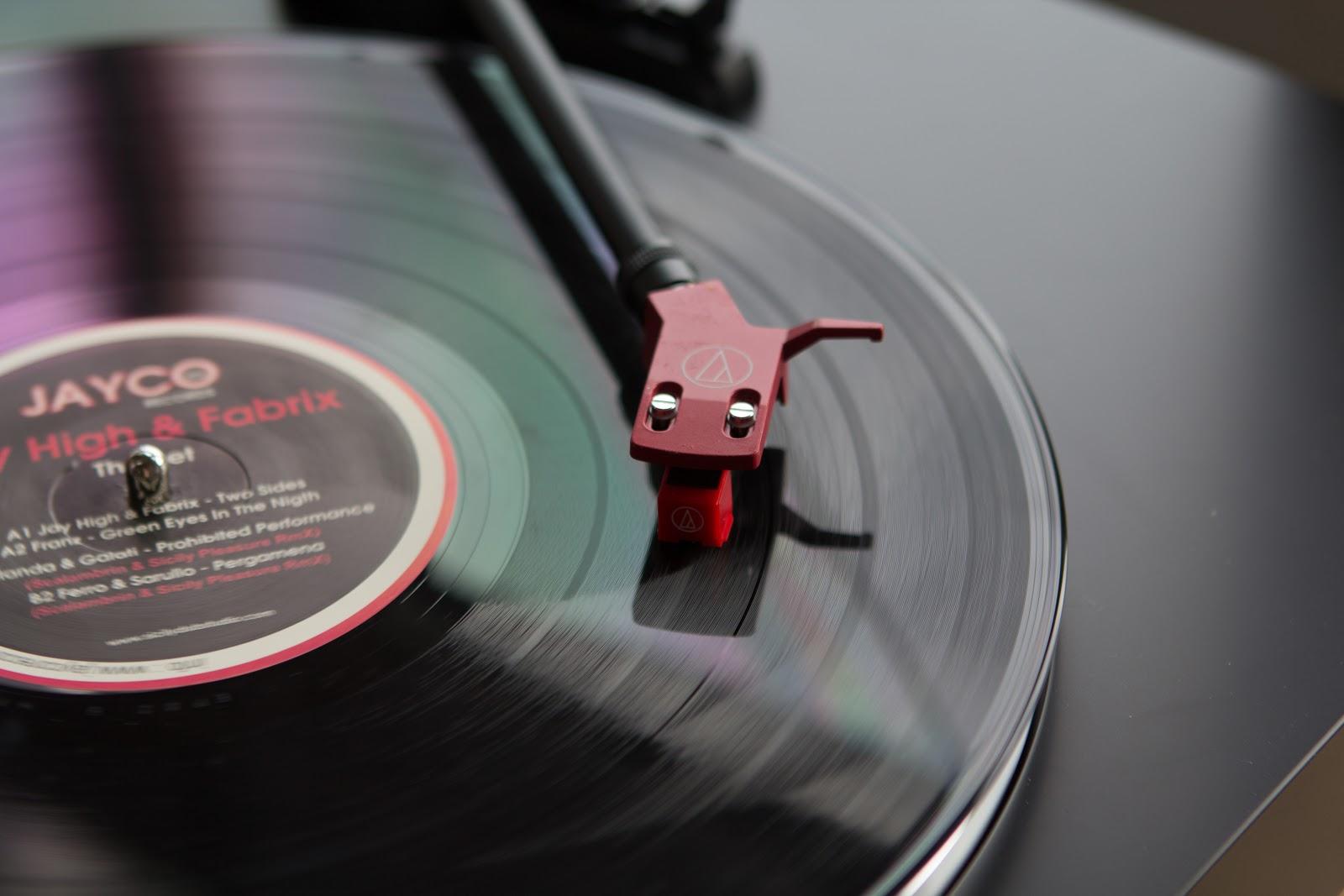 Господа, крутите винилы: проигрыватель Audio-Technica AT-LP3 - 1