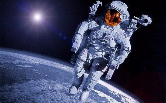 От чего страдают космонавты в открытом космосе?