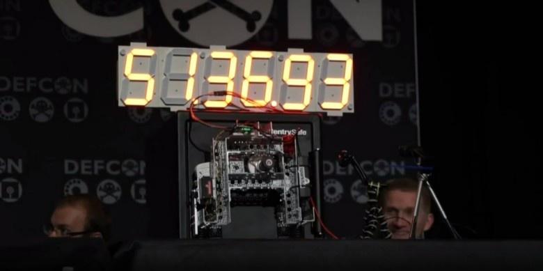 Самодельный робот на Arduino вскрывает сейфы брутфорсом - 1