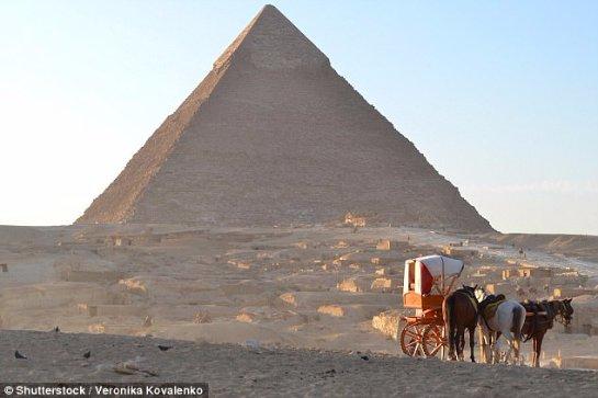 Ученные исследуют известную пирамиду Хуфу