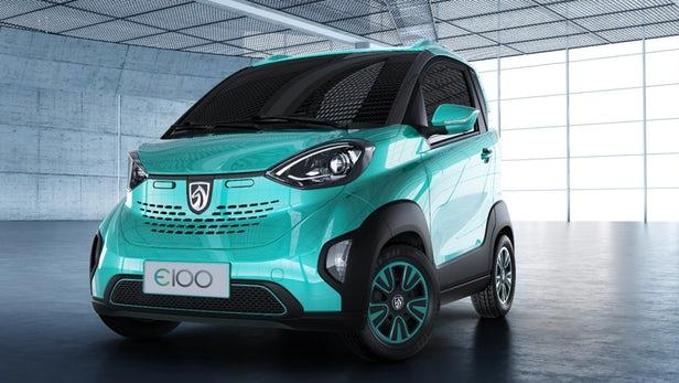 GM запускает продажу крошечных автомобилей в Китае