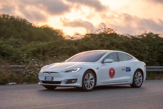 Итальянские водители Tesla установили рекорд: проехали 670 миль, не заряжая электрокар