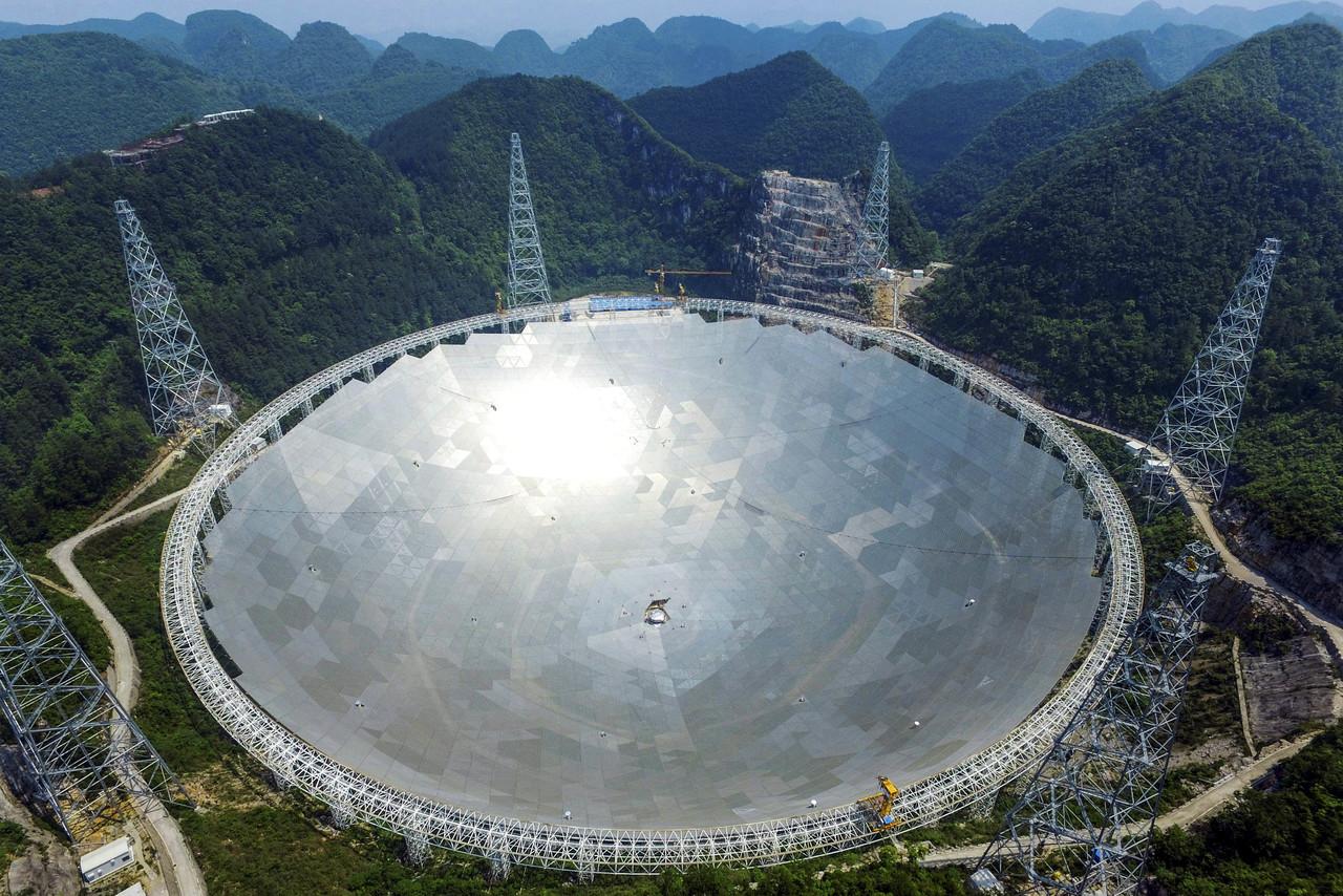 Китай построил самый большой телескоп в мире, но в стране нет специалистов, способных им управлять - 2