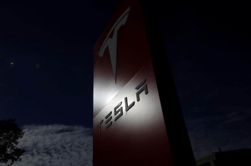 Tesla протестирует в полевых условиях свой автономный электрогрузовик - 2