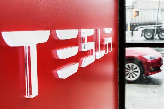 Электрический полуприцеп Tesla сможет передвигаться сам
