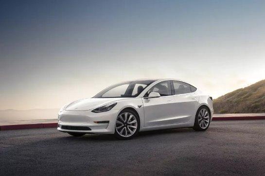 Модель Tesla 3  будет иметь необычный дисплей