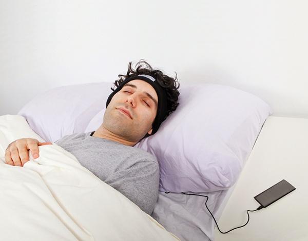 Вредно ли спать (засыпать) в наушниках - 1