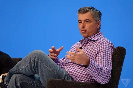 Вице-глава Apple Эдди Кью больше не отвечает за Siri