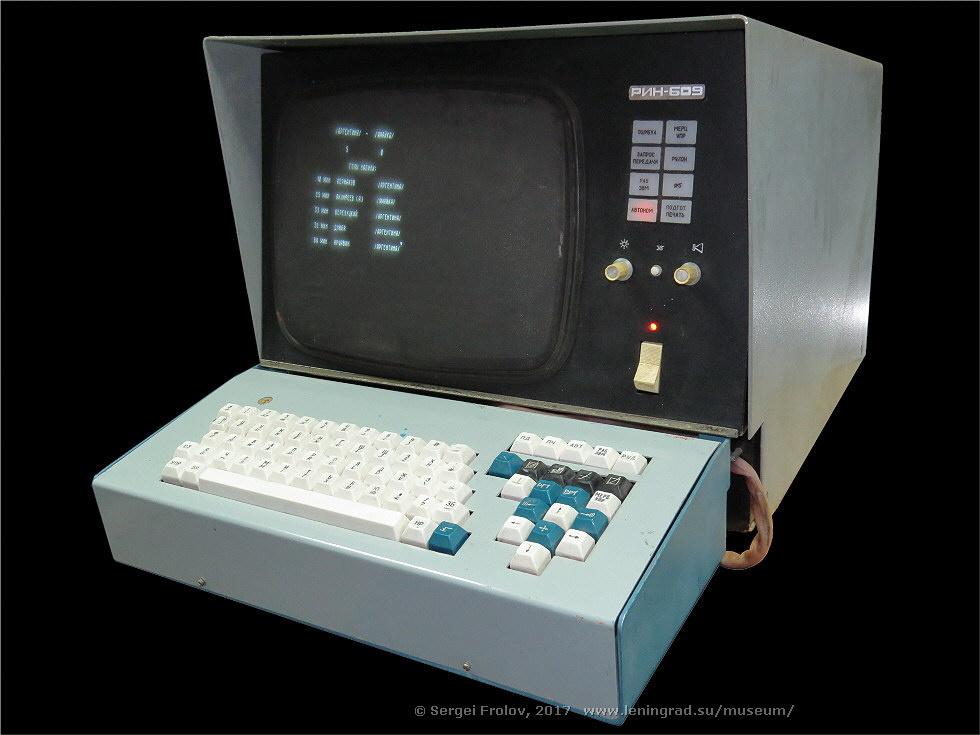 Векторный дисплей РИН-609 - 1