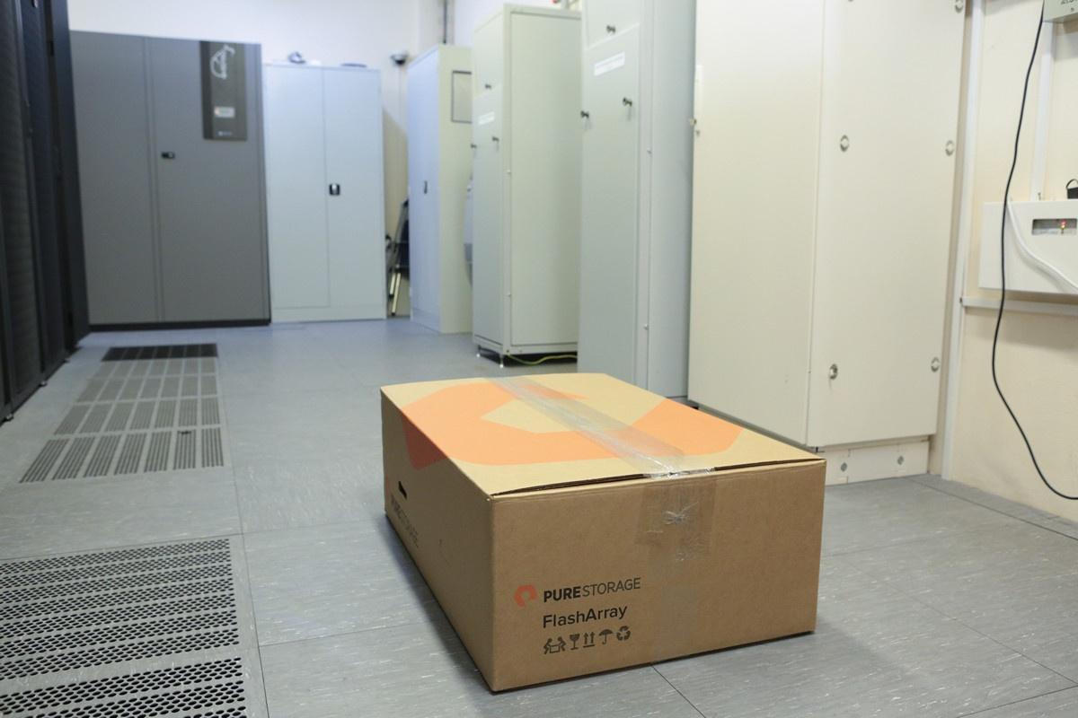 Про МАССИВный ночник Pure Storage и счастливую пиарщицу - 2