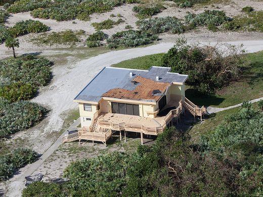 Под ударами стихии: Космический центр Кеннеди готовится к урагану «Ирма» - 5