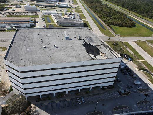 Под ударами стихии: Космический центр Кеннеди готовится к урагану «Ирма» - 7