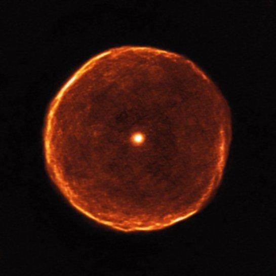 Ученые засняли престарелую звезду, которая оказалась похожа на глаз