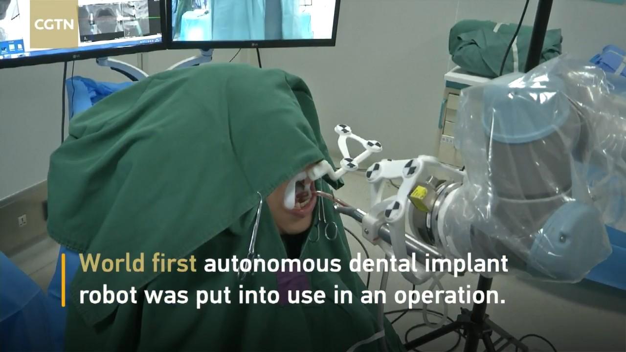 В Китае робот-дантист впервые имплантировал зуб человеку - 1