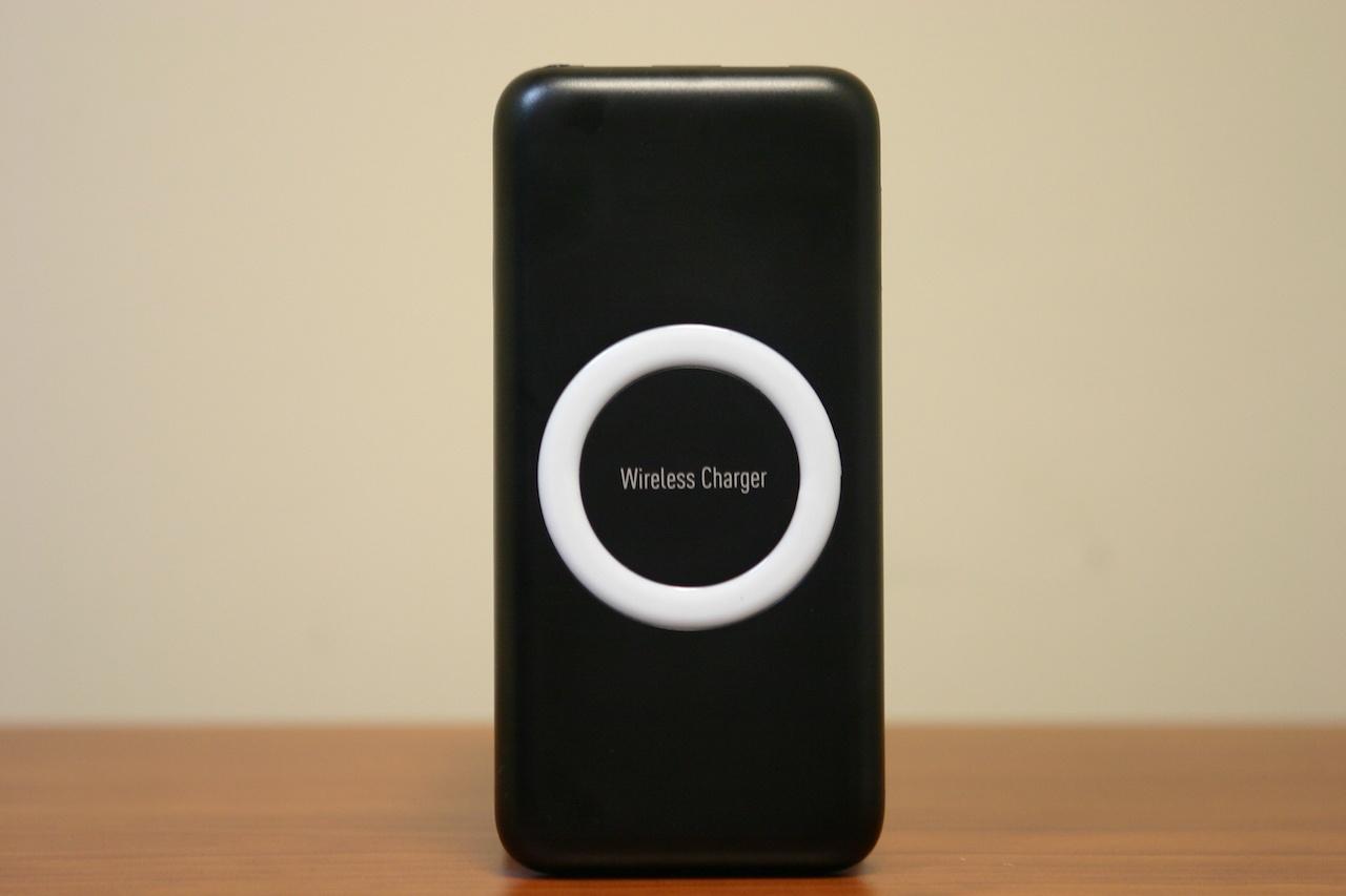 PowerBank Okira с беспроводной зарядкой одновременно будет заряжать до 3 устройств - 1