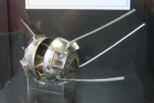 Первый спутник: альтернативная история - 2