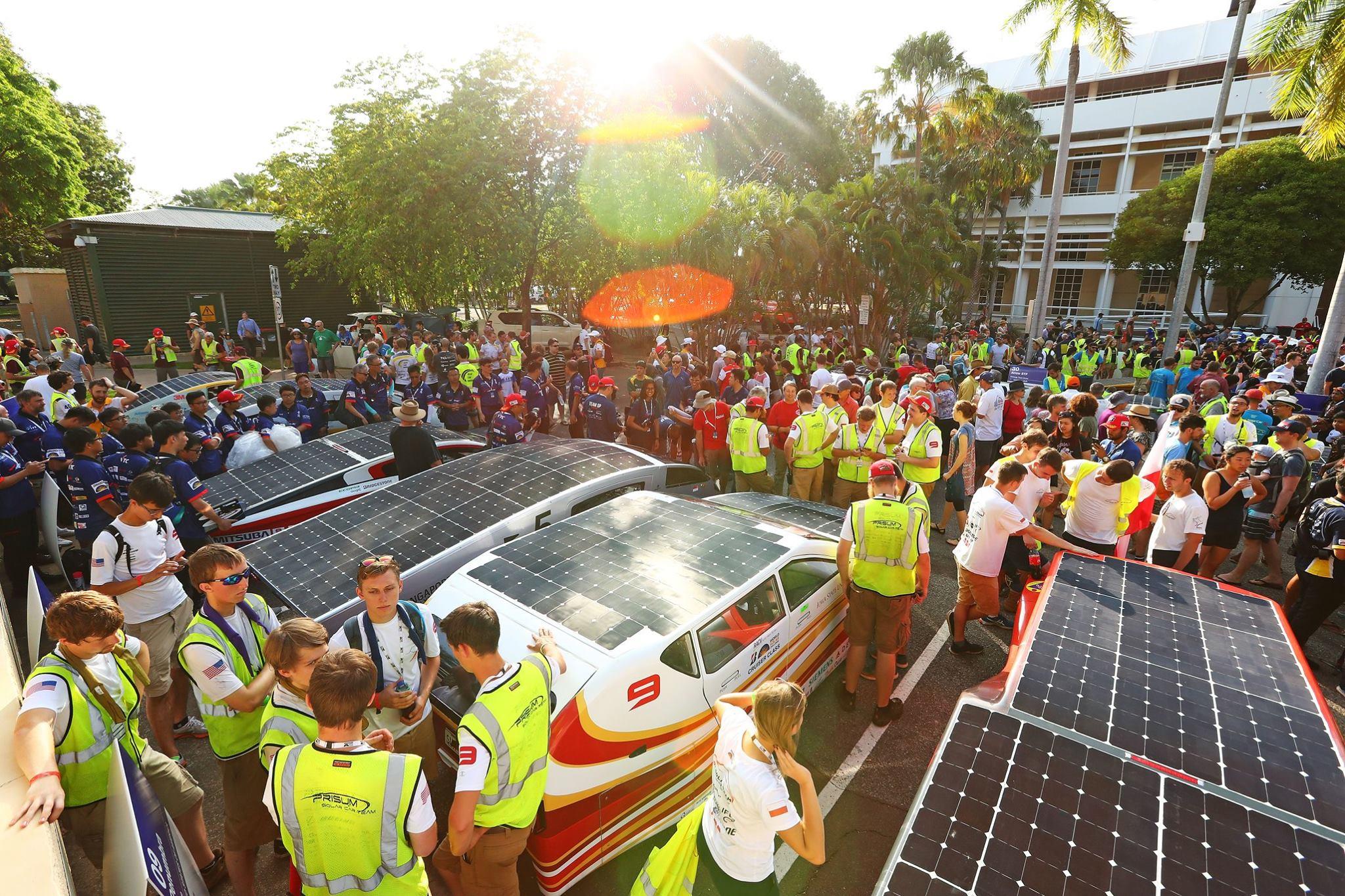 В Австралии началась гонка машин на солнечной тяге - 1