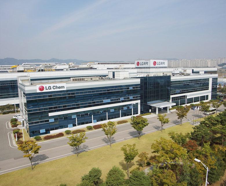 Необходимое сырье, включая литий, LG Chem будет первое время поставлять из Южной Кореи