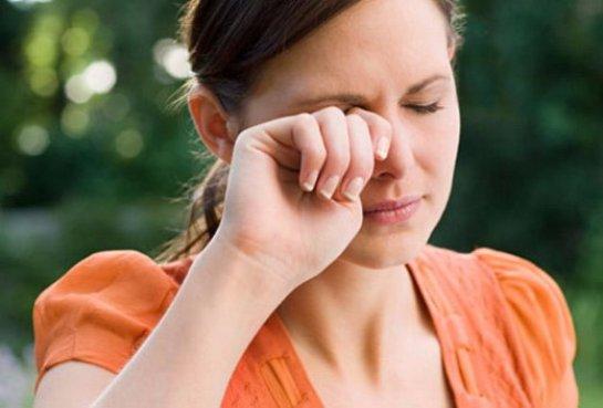 Ученые рассказали, почему иногда у людей дергается глаз
