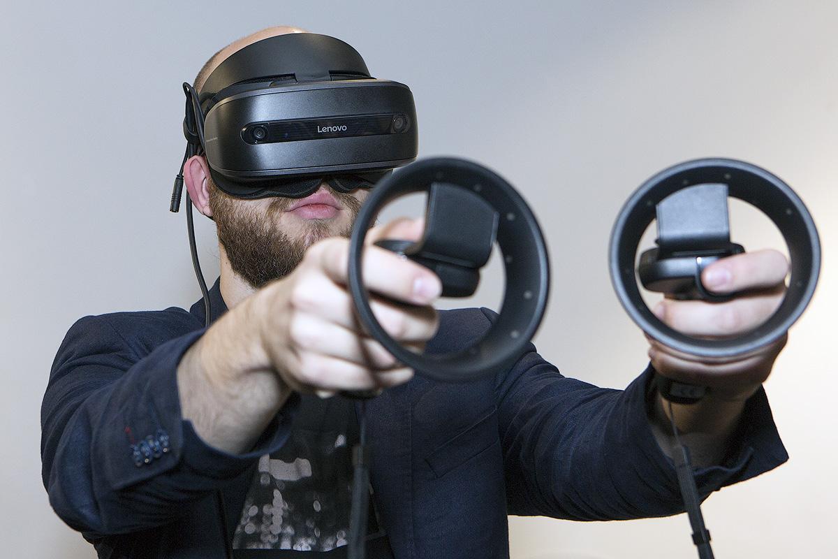 Lenovo Explorer и Microsoft Mixed Reality: виртуальная реальность для всех - 2