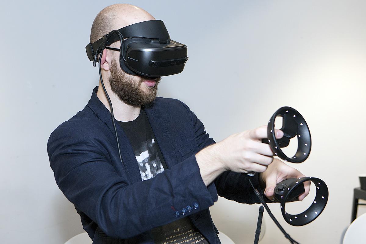 Lenovo Explorer и Microsoft Mixed Reality: виртуальная реальность для всех - 1
