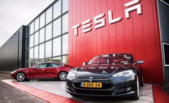 Tesla уволила несколько сотен сотрудников заводов