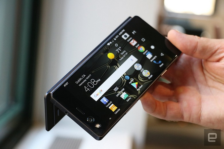 ZTE представила складной смартфон Axon M