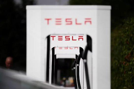 Бывшие рабочие завода Tesla заявляют о расовом преследовании