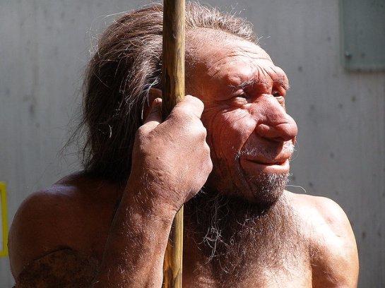 Неандертальцы передали современным людям тягу к курению