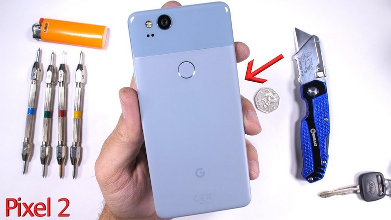 Смартфон Google Pixel 2 лучше не гнуть