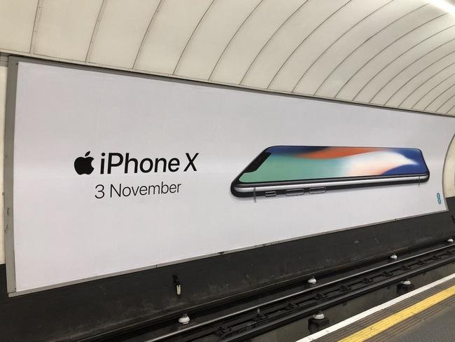 По оценке KGI, 3 ноября в магазинах окажется от 2 до 3 млн iPhone X