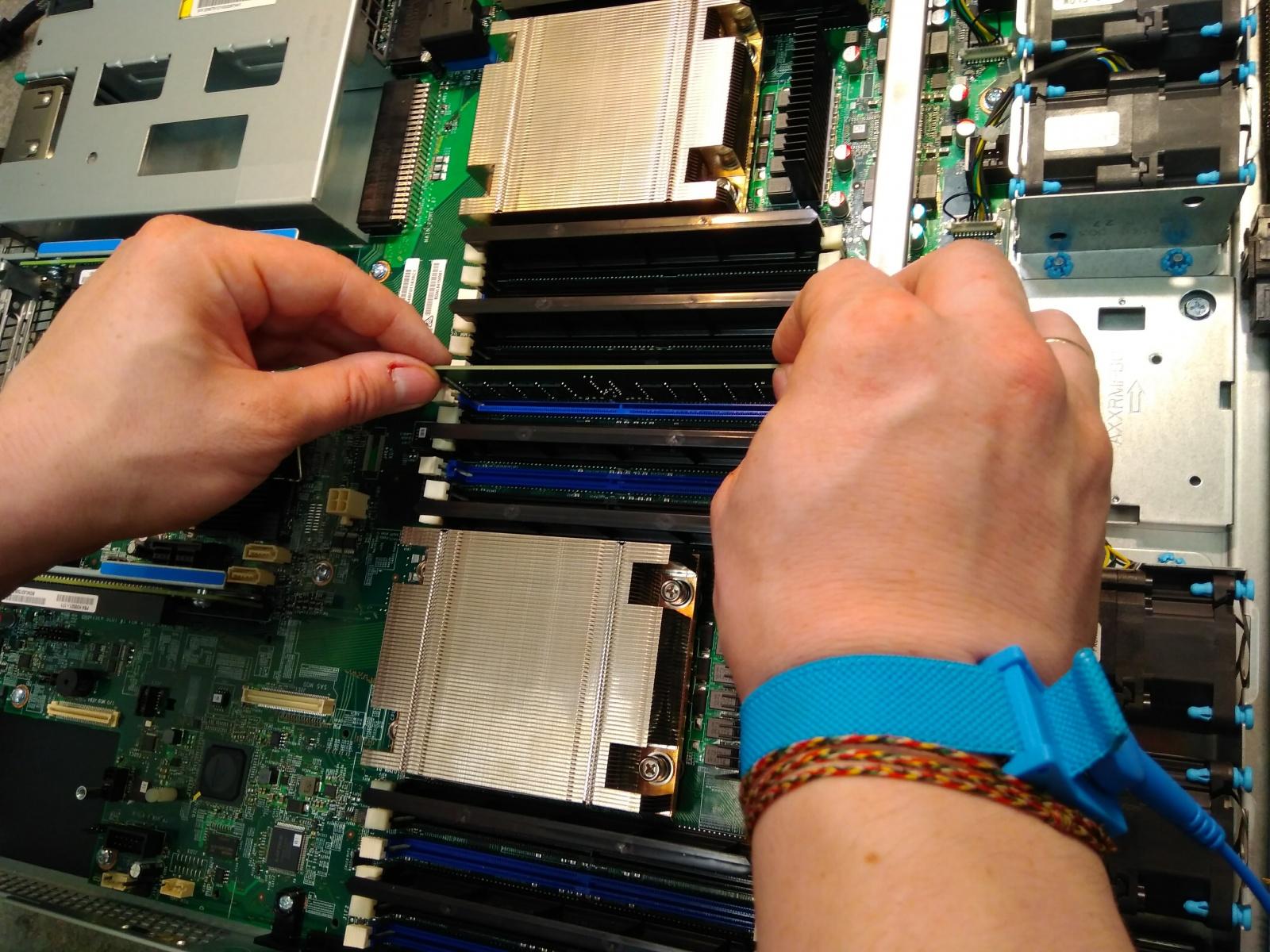 Покупка современного сервера Intel c NVMe P4800X - 14