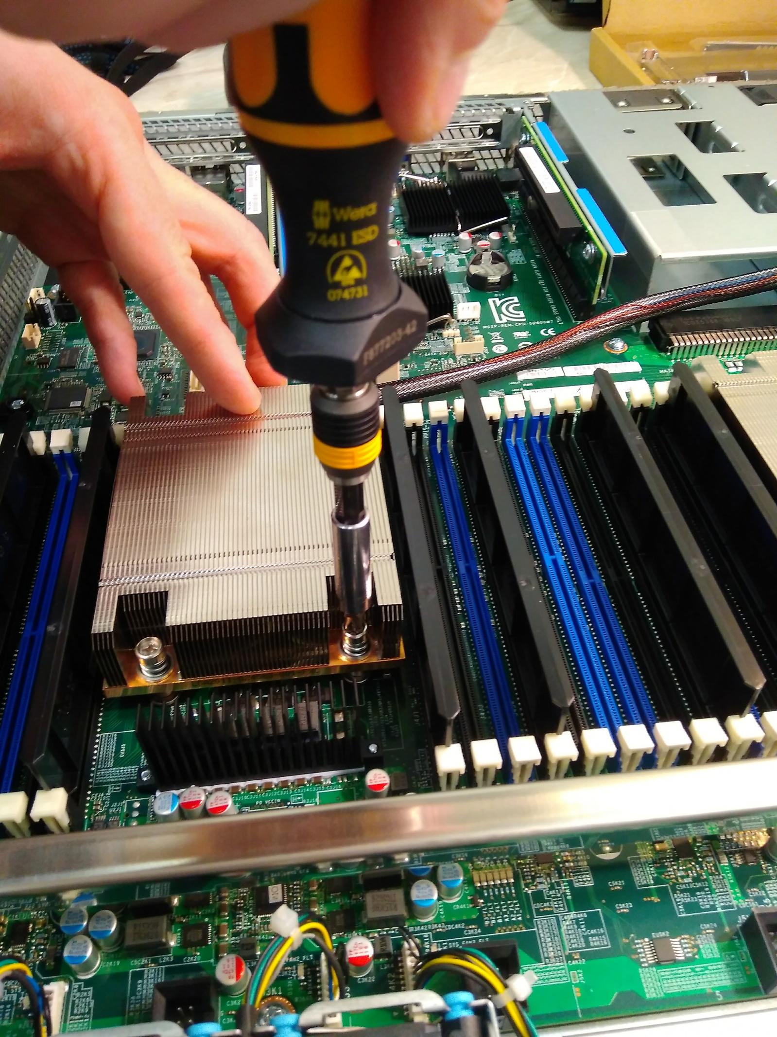 Покупка современного сервера Intel c NVMe P4800X - 4