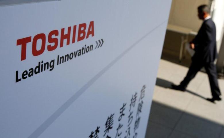 Toshiba рассматривает варианты действий на случай, если полупроводниковое производство не удастся продать до конца финансового года