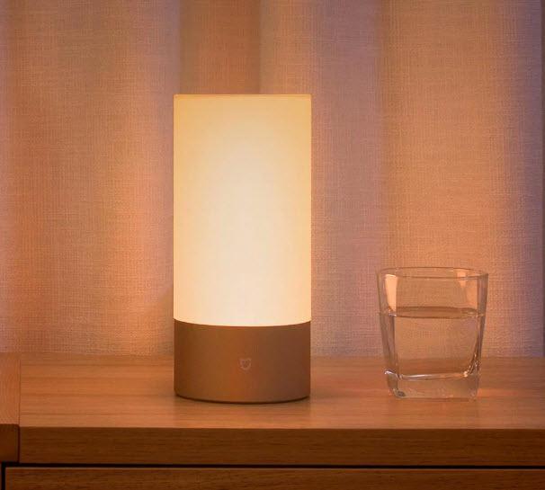 Умный светильник Xiaomi Bedside Lamp предлагается за 38 долларов