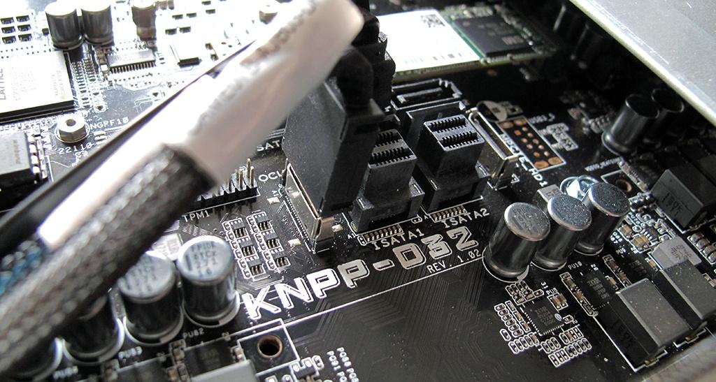 Серверная плата ASUS KNPP-D3 с двумя процессорами AMD EPYC 7551 поддерживает технологию Secure Encryption