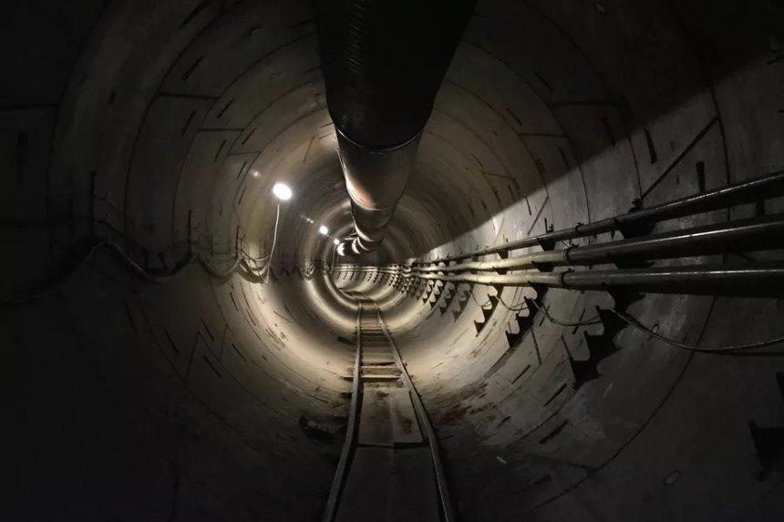 Илон Маск показал первое фото подземного туннеля в Лос-Анджелесе