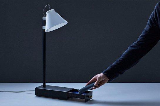 Эта лампа включится, если вы отдадите ей свой смартфон