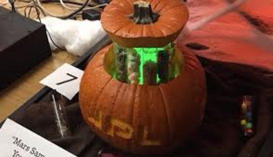 Инженеры NASA создавали на конкурс «Хэллоуин» тыкву с парашютом