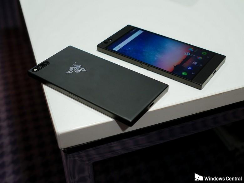 Razer Phone получил большой экран, большой аккумулятор и очень много ОЗУ