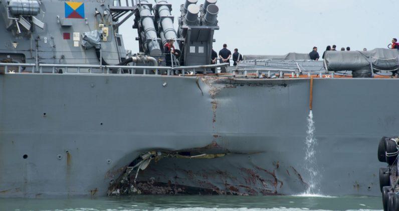 Причиной столкновения американского эсминца стал запутанный UI - 4