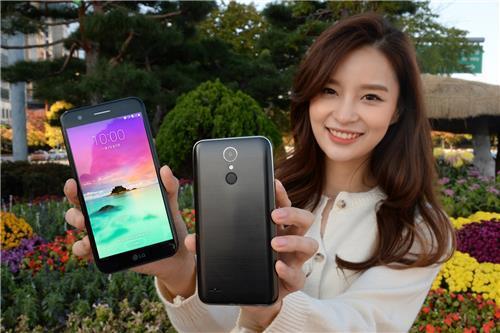 Фронтальная камера смартфона LG X401 имеет угол обзора 120°