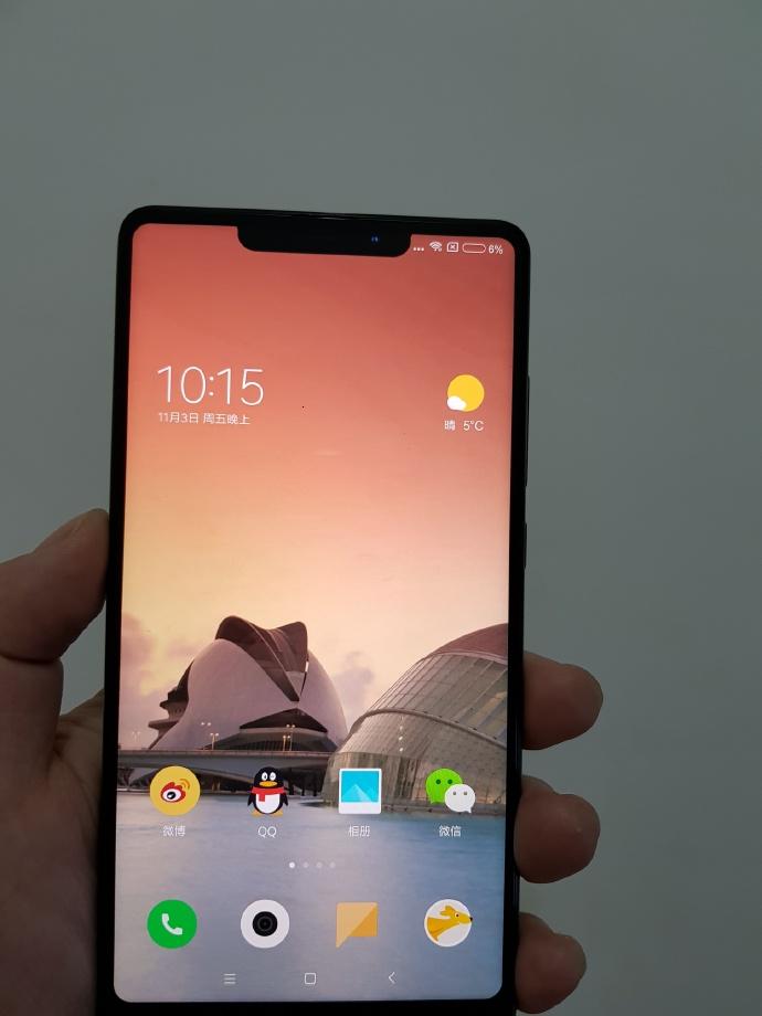 Смартфон Xiaomi Mi Mix 2s напоминает iPhone X